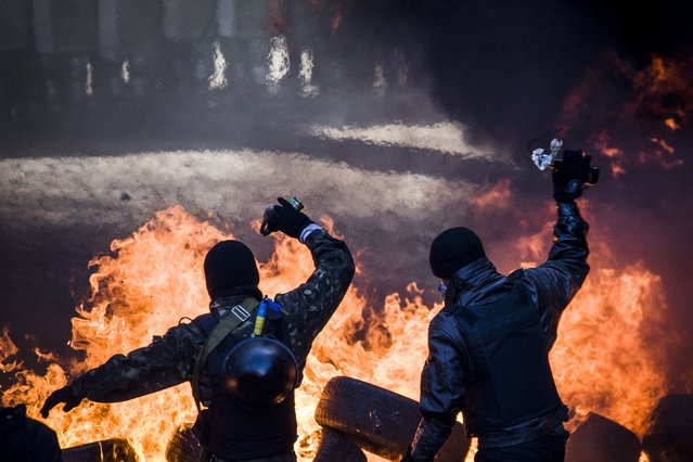 Anti-government demonstrators clash with riot police in central Kiev on February 18, 2014. (Photo by Sandro Maddalena/AFP Photo)