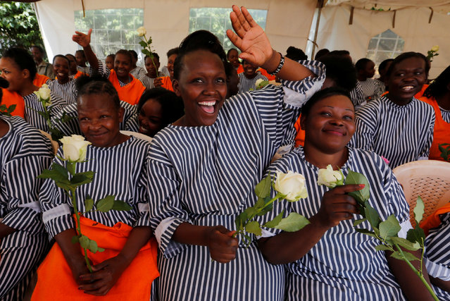 """Female inmates cheer after receiving rose flowers intended for Valentine's Day, during a celebration dubbed """"love behind bars"""" inside the Langata Women Maximum Security Prison in Kenya's capital Nairobi, February 14, 2017. (Photo by Thomas Mukoya/Reuters)"""