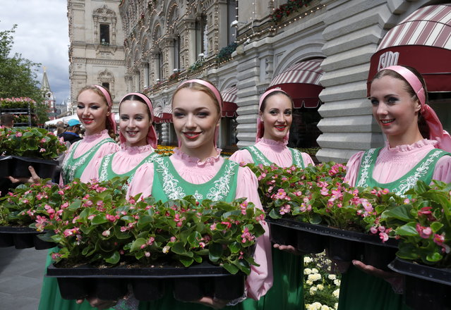 Girls with flowers during the annual Flower Festival at the GUM department store in Moscow, Russia on July 3, 2019. (Photo by Mikhail Japaridze/TASS)