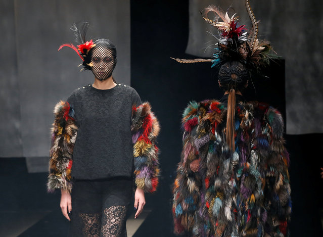 Models present creation by designers Viviano Sue and Misa Ii from their Autumn/Winter 2017 collection during Tokyo Fashion Week in Tokyo, Japan March 23, 2017. (Photo by Kim Kyung-Hoon/Reuters)