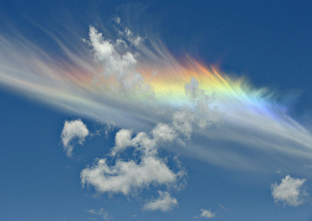 A rainbow is seen near a cloud south of Corvallis, Ore., Monday, May 19, 2014. (Photo by Andy Cripe/AP Photo/The Corvallis Gazette-Times)
