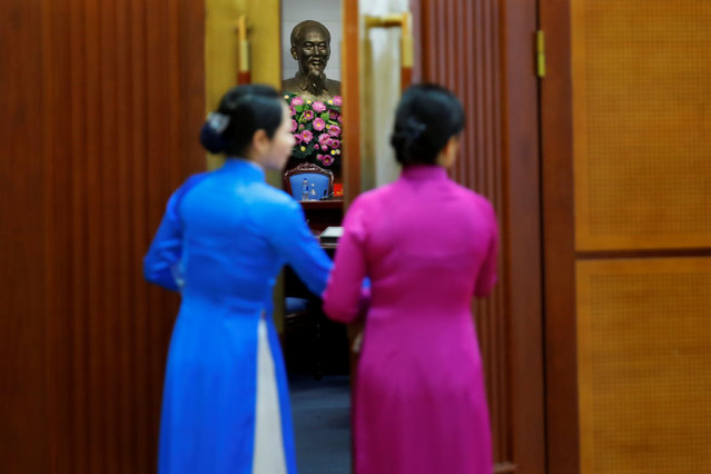 A statue of Vietnamese revolutionary leader Ho Chi Minh is seen inside a room at the at the Presidential Palace Compound during U.S. President Barack Obama state visit to Vietnam in Hanoi, Vietnam May 23, 2016. (Photo by Carlos Barria/Reuters)