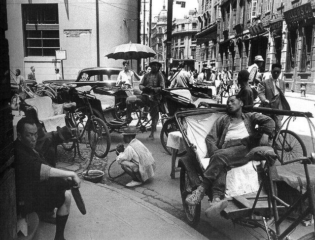 1948年5月,打磕聦的三轮车夫 (May 1948, playing knock Cong tricycle)
