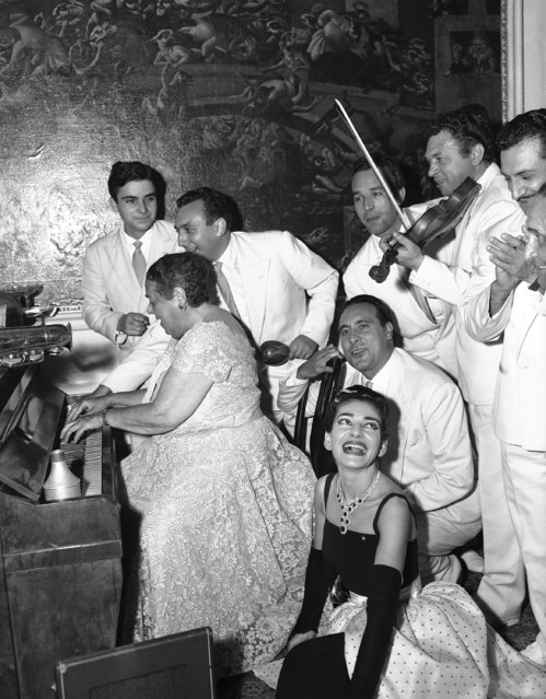 Elsa Maxwell plays the piano during party in Venice, September 3, 1957. Maria Meneghini Callas, in whose honor the ball was given, sits in low corner right foreground, listening, while orchestra members are standing round. (Photo by Jim Pringle/AP Photo)