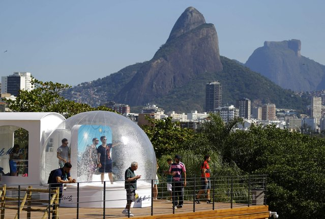 People plays in a display at the Switzerland house in Lagoa, Rio de Janeiro, Brazil on August 1, 2016. (Photo by Ivan Alvarado/Reuters)