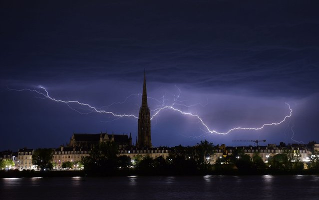 Lightnings flash over the Saint-Michel Basilica during a storm in Bordeaux, southwestern France, on July 6, 2019. (Photo by Nicolas Tucat/AFP Photo)