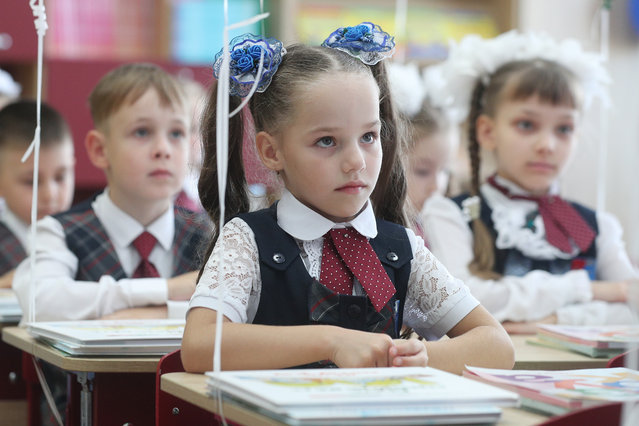 First-grade students attend their first class following a ceremony marking the beginning of a new academic year at School 42 in Naberezhnye Chelny, Russia on September 1, 2020. The school has opened 16 first grades (1A-1R) this year. (Photo by Yegor Aleyev/TASS)