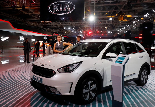 A model poses alongside Kia Niro, a hybrid car, at the India Auto Show 2018 in Greater Noida, February 7, 2018. (Photo by Saumya Khandelwal/Reuters)