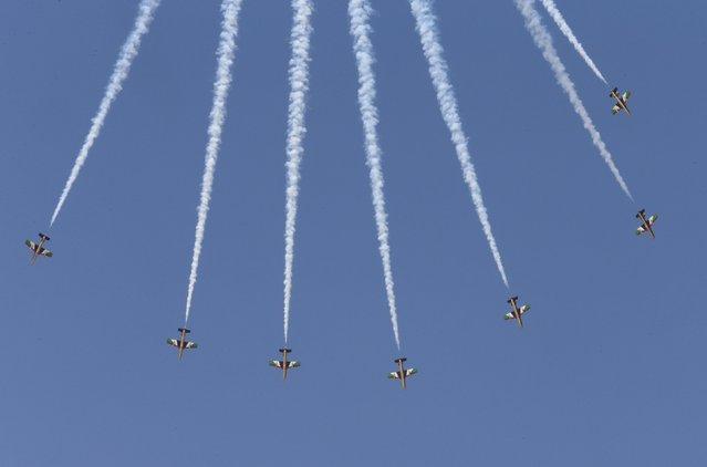Al Fursan, the aerobatics demonstration team of the UAE Air Force, performs during the Dubai Airshow November 8, 2015. (Photo by Ahmed Jadallah/Reuters)