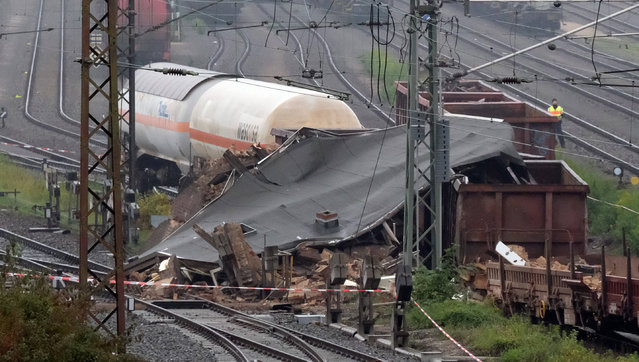 A building lies in ruins near a freight yard in Leipzig, Germany, 21 October 2016. A train carrying hazardous materials derailed and crashed into a signal box.  A worker was hospitalised with serious injuries. Experts inspected the train's cargo on Thursday night and were quick to give the all-clear. Residents of the area are not at risk. (Photo by Sebastian Willnow/DPA)