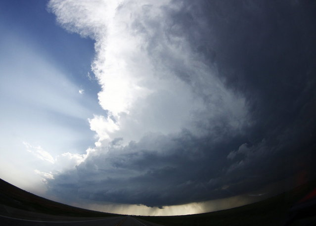 A tornadic thunderstorm approaches near South Haven, in Kansas May 19, 2013. A massive storm front swept north through the central United States on Sunday, hammering the region with fist-sized hail, blinding rain and tornadoes, including a half-mile wide twister that struck near Oklahoma City. (Photo by Gene Blevins/Reuters)
