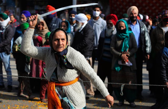 An Indian Sikh woman displays traditional martial art skills during a religious procession ahead of the birth anniversary of Guru Gobind Singh in Jammu, India, Monday, January18, 2021. The tenth Sikh guru's birth anniversary will be marked on January 20. (Photo by Channi Anand/AP Photo)