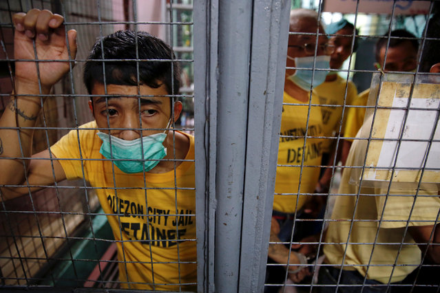 Inmates wait to be taken from Quezon City Jail to court hearings in Manila, Philippines October 19, 2016. (Photo by Damir Sagolj/Reuters)