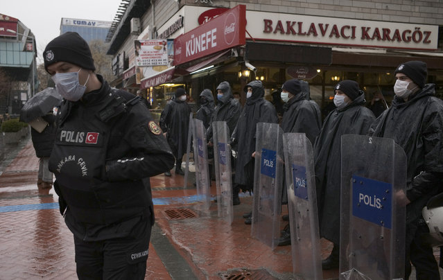 Riot police stand as women stage a protest rally in Ankara, Turkey, Saturday, March 20, 2021. Turkey withdrew early Saturday from a landmark European treaty protecting women from violence that it was the first country to sign 10 years ago and that bears the name of its largest city. President Recep Tayyip Erdogan's overnight decree annulling Turkey's ratification of the Istanbul Convention is a blow to women's rights advocates, who say the agreement is crucial to combating domestic violence. (Photo by Burhan Ozbilici/AP Photo)