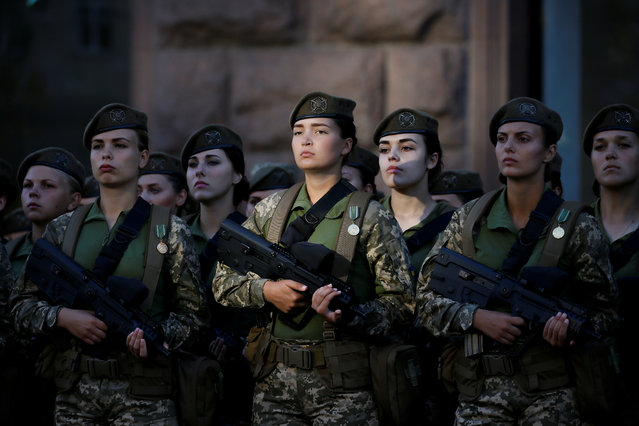 Ukrainian servicewomen attend a rehearsal for the Independence Day military parade in central Kiev, Ukraine, August 22, 2018. (Photo by Valentyn Ogirenko/Reuters)