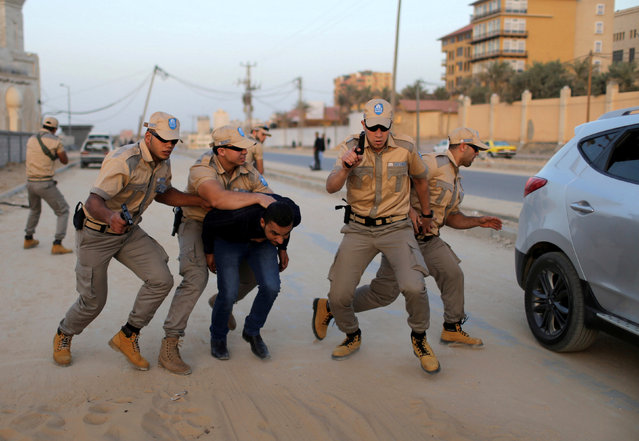 Palestinian private security guards from Castle Security company take part in an exercise during a simulation on how to secure important characters, in Gaza City November 23, 2016. (Photo by Ibraheem Abu Mustafa/Reuters)