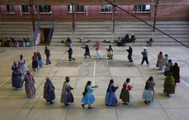 In this January 28, 2105 photo, elderly Aymara indigenous women run laps during a training session before playing handball in El Alto, Bolivia. (Photo by Juan Karita/AP Photo)
