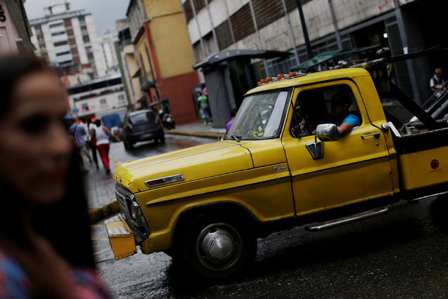 A man drives his car in downtown Caracas, Venezuela December 8, 2016. (Photo by Ueslei Marcelino/Reuters)