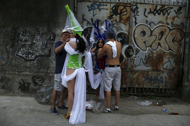 Revellers get ready for the Carnival parade of samba schools in Rio de Janeiro's Sambadrome February 7, 2016. (Photo by Pilar Olivares/Reuters)