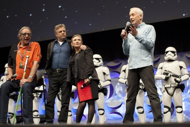 "Original ""Star Wars"" cast members Peter Mayhew (L), Mark Hamill, Carrie Fisher and Anthony Daniels (R) appear at the kick-off event of the Star Wars Celebration convention in Anaheim, California, April 16, 2015. (Photo by David McNew/Reuters)"