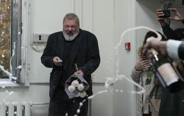 Colleagues pour champaign on Novaya Gazeta editor Dmitry Muratov at the Novaya Gazeta newspaper, in Moscow, Russia, Friday, October 8, 2021. The 2021 Nobel Peace Prize has been awarded to journalists Maria Ressa of the Philippines and Dmitry Muratov of Russia. The Norwegian Nobel Committee cited their fight for freedom of expression, stressing that it is vital in promoting peace. (Photo by Alexander Zemlianichenko/AP Photo)
