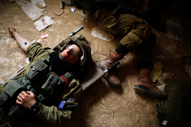 Israeli soldiers from the Nahal Infantry Brigade take part in an urban warfare drill in an abandoned hotel in Arad, southern Israel February 8, 2017. (Photo by Amir Cohen/Reuters)