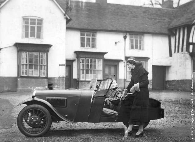 1933: A view of the motor car that will be display at the Motor Show, which has only three wheels, and sells at £100