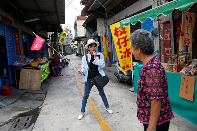 A tour guide introduces Taiwan president-elect Tsai Ing-wen's ancestral home to tourists in Pingtung, Taiwan April 27, 2016. (Photo by Tyrone Siu/Reuters)