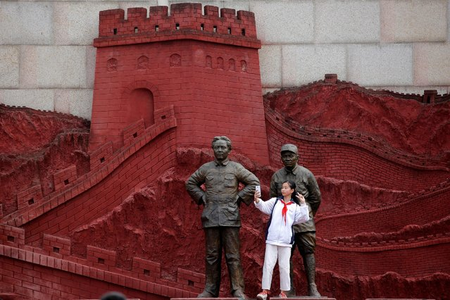 A girl takes a selfie with statues depicting late Chinese chairman Mao Zedong (L) and former general Zhu De during the War of Resistance against Japan, at Jianchuan Museum Cluster in Anren, Sichuan Province, China, May 13, 2016. Tucked away in southwestern China's Sichuan province, a private collector stands virtually alone in exhibiting relics from the 1966-1976 Cultural Revolution. Monday marks the 50th anniversary of the start of the political movement, with no official commemorations planned. Official records whitewash the details of both periods, but admit that Mao made major mistakes. (Photo by Kim Kyung-Hoon/Reuters)