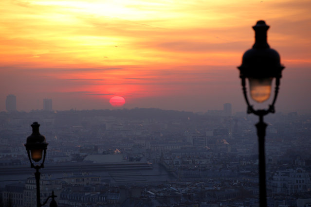The sun rises as small-particle haze hangs above the skyline in Paris, France, December 9, 2016 as the City of Light experienced the worst air pollution in a decade. (Photo by Gonzalo Fuentes/Reuters)