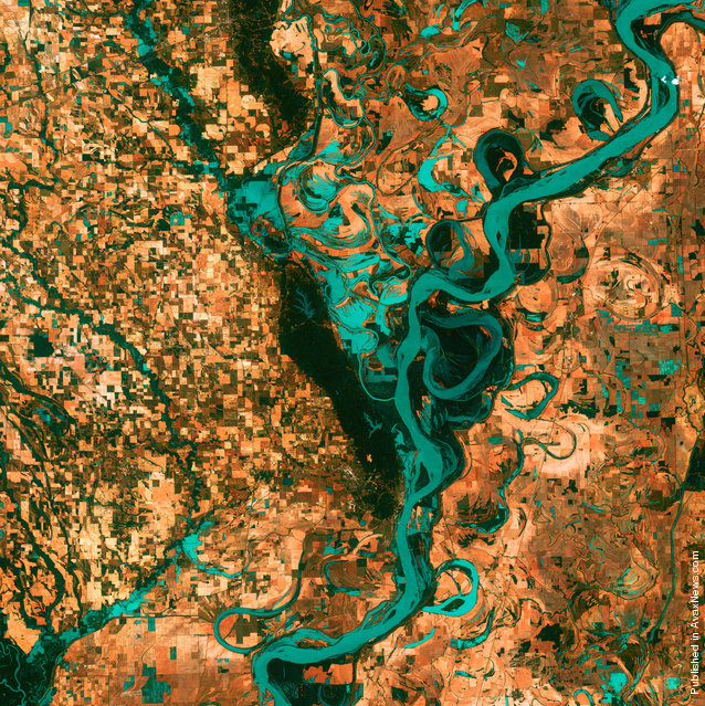 Small, blocky shapes of towns, fields and pastures surround the graceful swirls and whorls of the Mississippi River