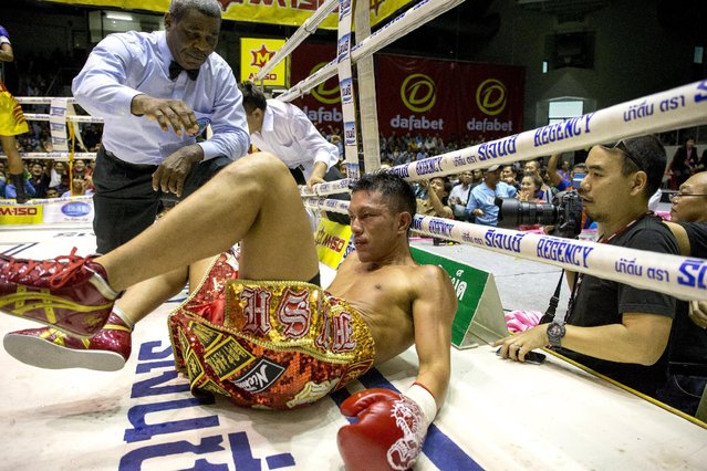 Japan's Ryo Akaho falls to the mat after being knocked down by Thailand's Pungluang Sor Singyu during their World Boxing Organisation (WBO) world bantamweight title fight at Ratchaburi province, Thailand, August 7, 2015. (Photo by Athit Perawongmetha/Reuters)