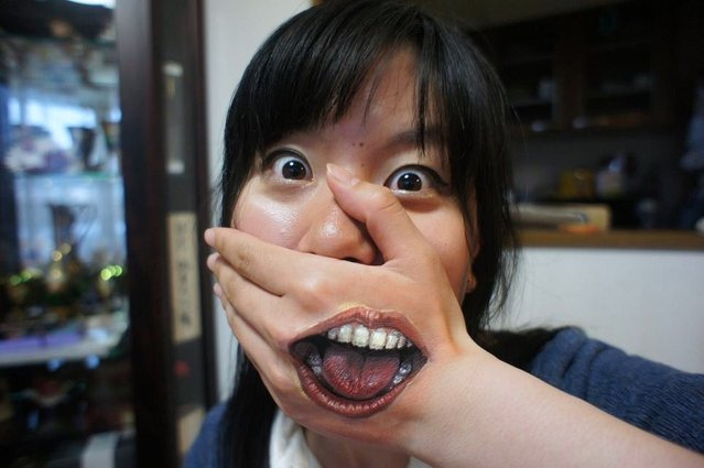 A frightening-realistic Body Art by Chooo-San