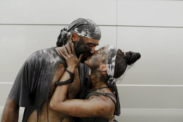 Revellers Cristina and Manolo kiss as they take part in the annual Cascamorras festival in Baza, southern Spain September 6, 2015. (Photo by Marcelo del Pozo/Reuters)