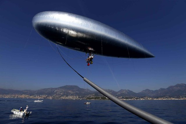 "French adventurer and researcher Stephane Rousson prepares his ""Aerosail"" on September 28, 2014, in Roquebrune-Cap-Martin, southeastern France prior to his planned attempt to cross the Mediterranean from Nice to Calvi, on the French Mediterraean island of Corsica. (Photo by Valery Hache/AFP Photo)"