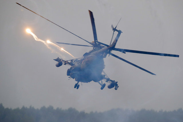 A Belarus' military helicopter flies during the Zapad military exercises, near the town of Ruzhany, some 235 km (147 miles) south-west of Minsk, on September 17, 2017. Russia and Belarus began an operation involving thousands of troops, tanks and aircraft on NATO's eastern edge practicing how to hunt down and destroy armed spies, among other maneuvers. (Photo by Sergei Grits/AFP Photo)