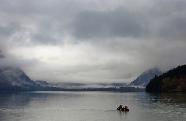 Early morning fishermen paddle across Chilkoot Lake near Haines, Alaska, October 7, 2014. (Photo by Bob Strong/Reuters)