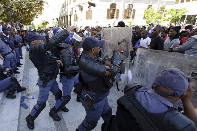 Police clash with students outside South Africa's Parliament in Cape Town, October 21, 2015. (Photo by Mark Wessels/Reuters)