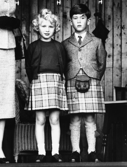 Britain's Royal Children, Princess Anne, left, and her brother, Prince Charles, dressed in appropriate kilts, watch the Braemar Games in Scotland on September 9, 1955. (Photo by AP Photo)