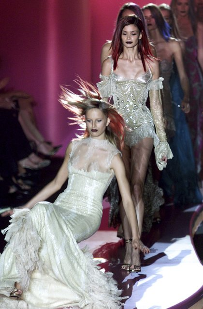 A model falls as she presents a creation by French designer Stephane Rolland as part of his Haute Couture Spring-Summer 2013 fashion show in Paris January 22, 2013. (Photo by Gonzalo Fuentes/Reuters)