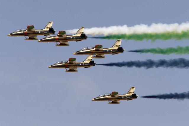 Al Fursan, the UAE Air Force performs during Dubai Airshow November 8, 2015. (Photo by Ahmed Jadallah/Reuters)