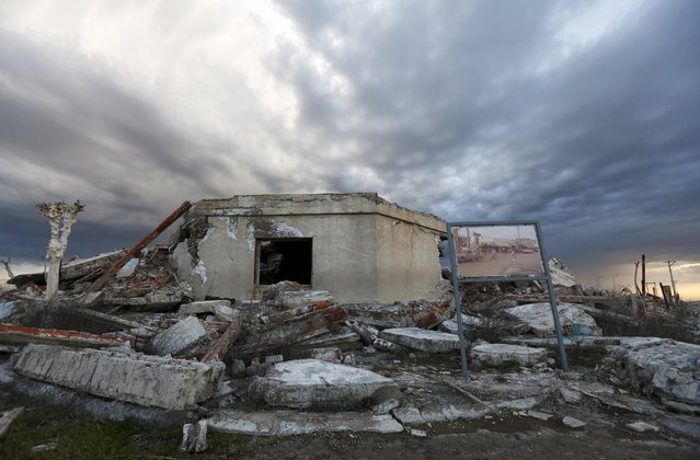 A picture taken in the 70s compares the place with the current state of a ruined house in the onetime spa and resort town Epecuen, November 5, 2015. Over the past few years the town of Epecuen, located 550 km (341 miles) southwest of Buenos Aires, has been attracting tourists with its eerie apocalyptic atmosphere after a flood submerged it in salt water for more than two decades. (Photo by Enrique Marcarian/Reuters)