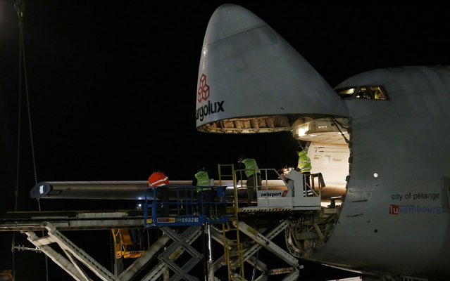 An element of a wing of the dismantled Solar Impulse 2 aircraft is loaded into a Cargolux Boeing 747 cargo aircraft at Payerne airport January 5, 2015. (Photo by Denis Balibouse/Reuters)