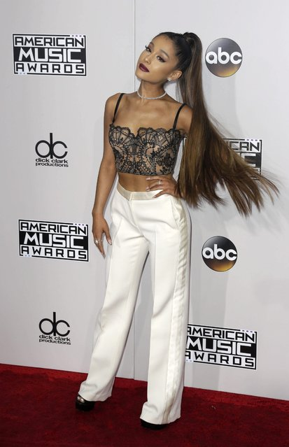 Ariana Grande arrives for the 2016 American Music Awards at the Microsoft Theatre in Los Angeles, California, USA, 20 November 2016. (Photo by Paul Buck/EPA)