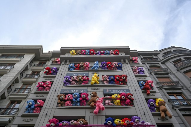 A photograph taken on March 12, 2021 shows coloured teddy bears displayed on the windows of a building as part a campaign for a detergent brand, at the Nisantasi district in Istanbul. (Photo by Ozan Kose/AFP Photo)