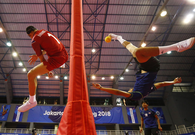 Anuwat Chaichana of Thailand and Muhamad Norhaffizi Abd Razak of Malaysia in action during the Men's Team Regu Gold Medal Match during the 2018 Asian Games in Jakarta on August 22, 2018. (Photo by Edgar Su/Reuters)