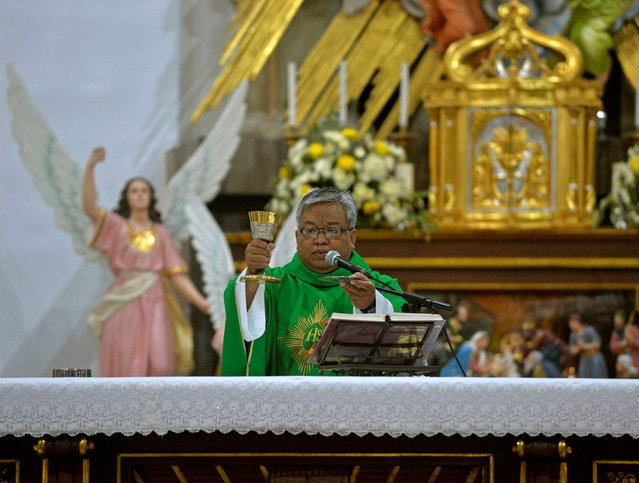 """Former drug addict and now Catholic priest Bobby Dela Cruz, 54, holds a mass at Santo Nino church in Manila, Philippines November 3, 2016. """"These people (drug addicts) are fighting for their lives. They need our help. We must help these people"""", he said. (Photo by Ezra Acayan/Reuters)"""