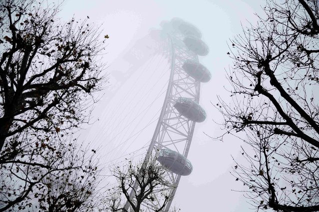 Fog shrouds the London Eye in London, Britain December 17, 2016. (Photo by Neil Hall/Reuters)