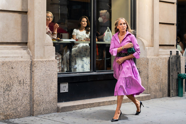 """(L-R) Cynthia Nixon, Kristen Davis and Sarah Jessica Parker are seen filming """"And Just Like That..."""" the follow up series to """"s*x and the City"""" in the East Village on July 19, 2021 in New York City. (Photo by Gotham/GC Images)"""