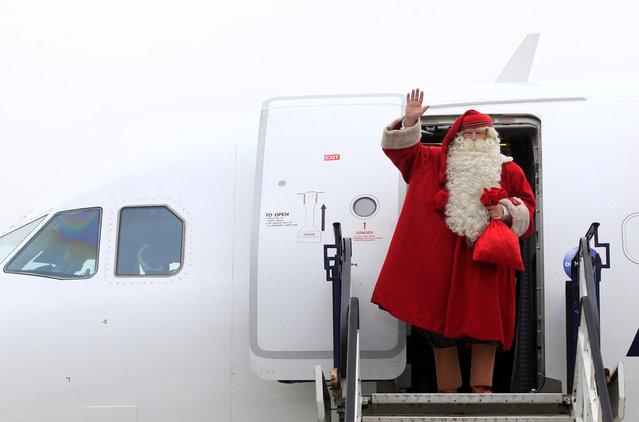 Joulupukki, Finland's Santa Claus waves as he arrives at Budapest Airport, Hungary, November 29, 2018. (Photo by Bernadett Szabo/Reuters)